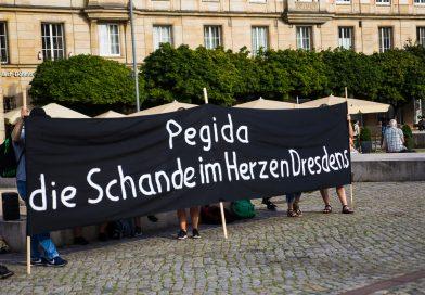 Montags in Dresden Pegida und Gegendemo