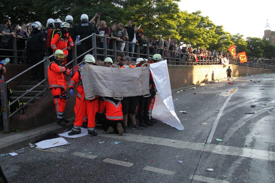 Auf beiden Seiten ist es zu verletzen gekommen, teils auch zu Schweren wie hier bei einem Demonstranten