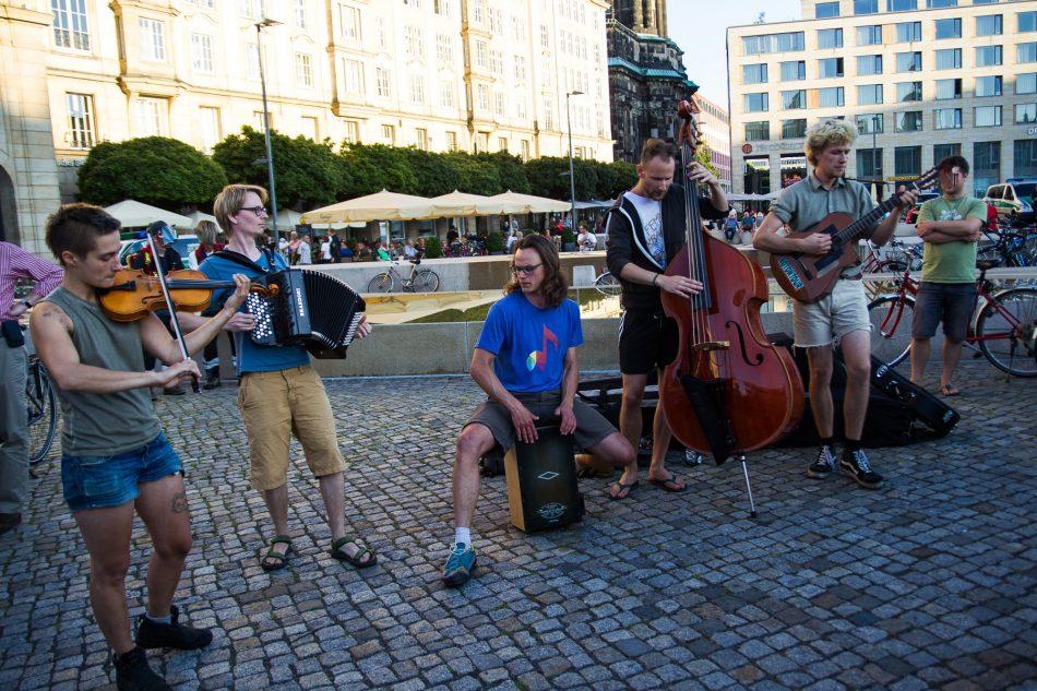 Die Band spielte einige Songs bei der Demonstration von Nationalismus raus aus den Köpfen