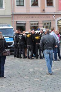 """Die """"Anti-Antifa"""" beschwert sich bei der Polizei"""