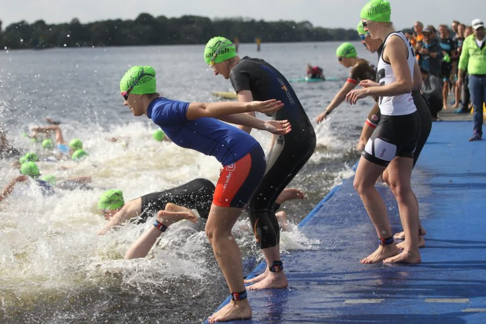 Der Start des Team Sprint Wettbewerbes beim Elbe Triathlon