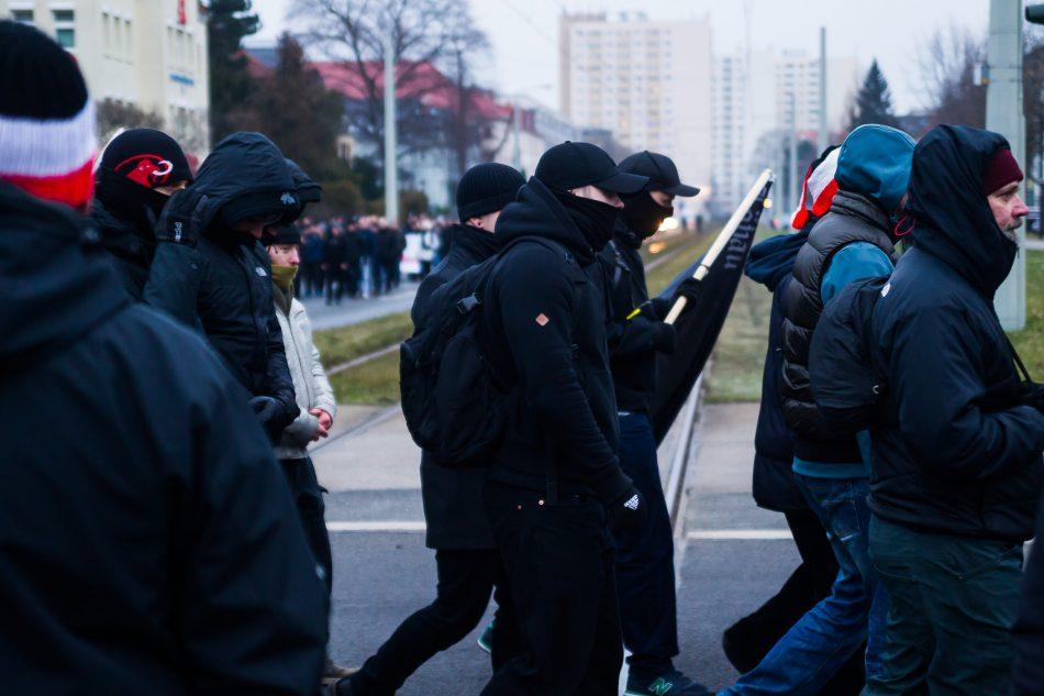 Vermummte Nazis in Dresden