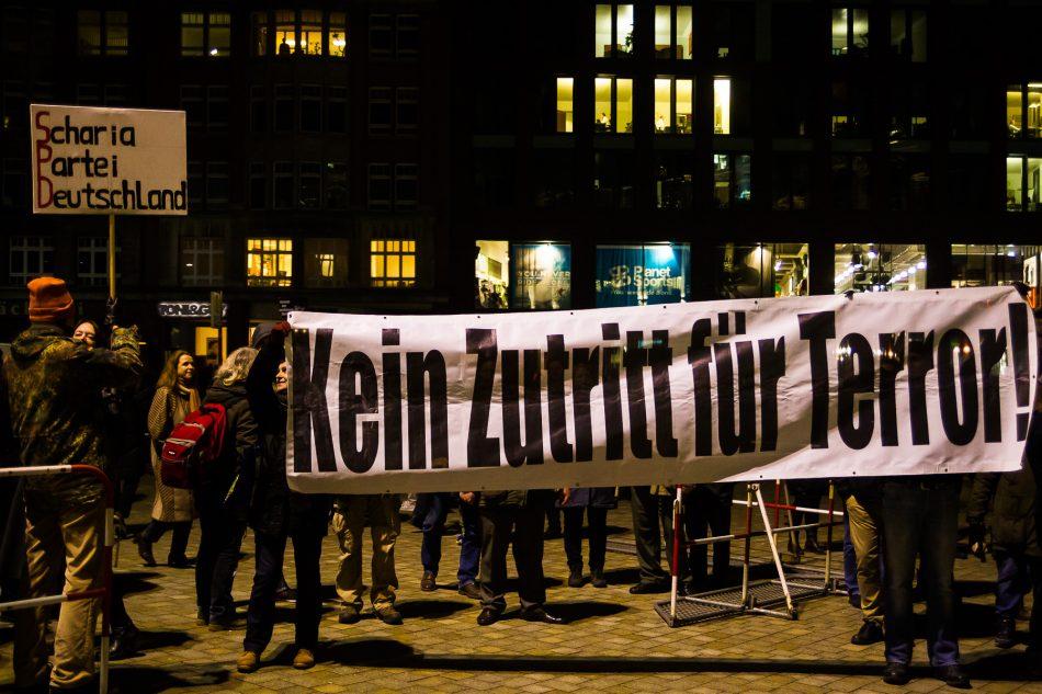 Abgesehen von einigen Schildern und Transparenten gab es bei dieser Demonstration keine Aussagen