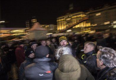 Teilnehmer der AFD Veranstaltung am 13. Februar gingen gegen Pressevertreter und Gegendemonstranten vor