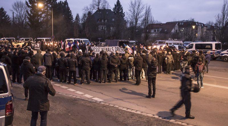 Abschlusskundgebung der Neo-Nazi Demonstration in Dresden