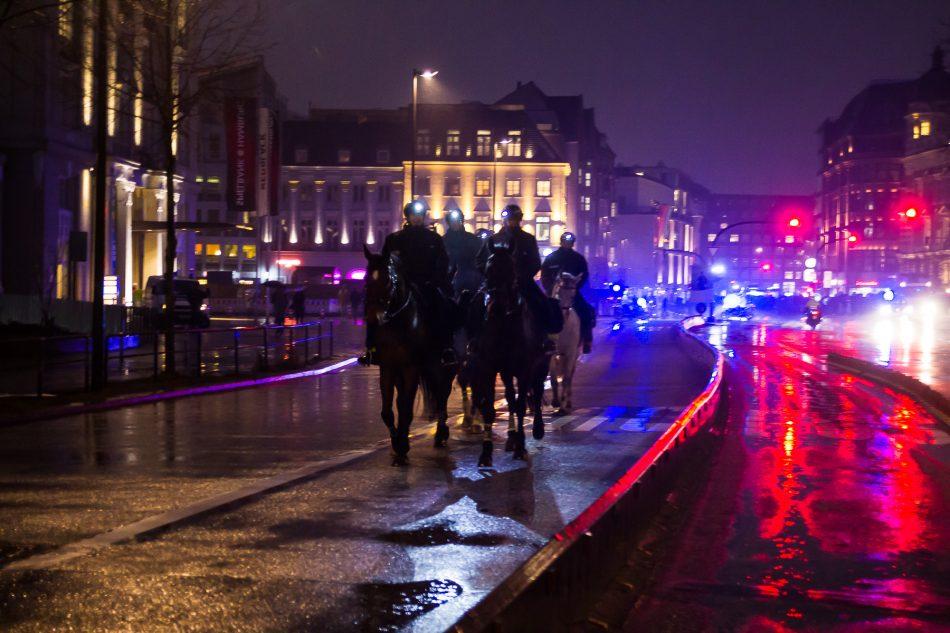 Die Hamburger Polizei setze unter anderem auch die Reiterstaffel ein