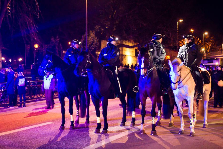 Polizeieinsatz rund um das Demonstration-geschehen am Bahnhof Dammtor