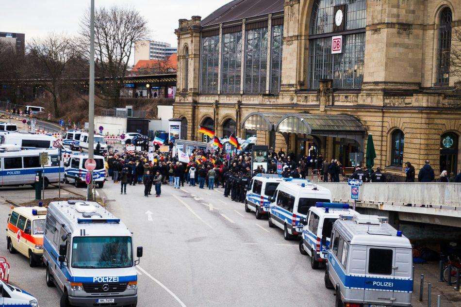Die Merkel muss weg Kundgebung in Hamburg