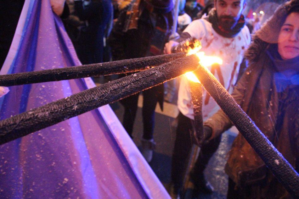 Bei der Demonstration gegen den Türkischen Angriff auf Afrin wurden Fackeln entzündet