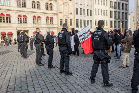 "Gegendemonstration gegen die ""JA"" Demonstration in Dresden"