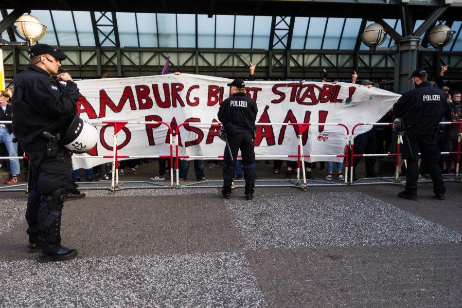 Transparent bei der Gegendemonstration in Hamburg