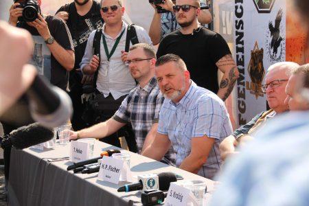 Veranstalter des Festivals Thorsten Heise bei der Pressekonferenz (2 v. rechts)