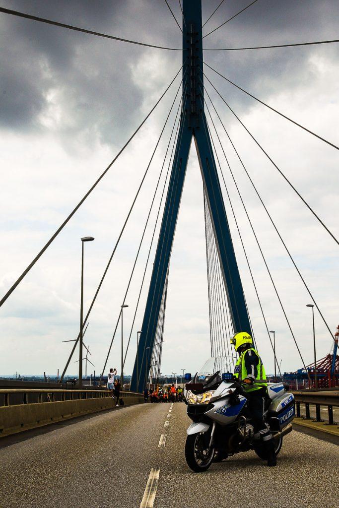 Das Highlight der Sternfahrt, die Überquerung der Köhlbrandbrücke