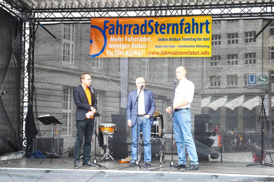 Der Hamburger Oberbürgermeister Peter Tschentscher auf der Kundgebung