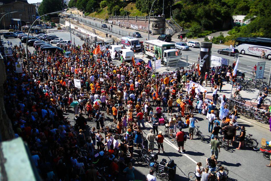 ca 1500 Menschen Haben heute an der Seebrücke Kundgebung in Hamburg teilgenommen