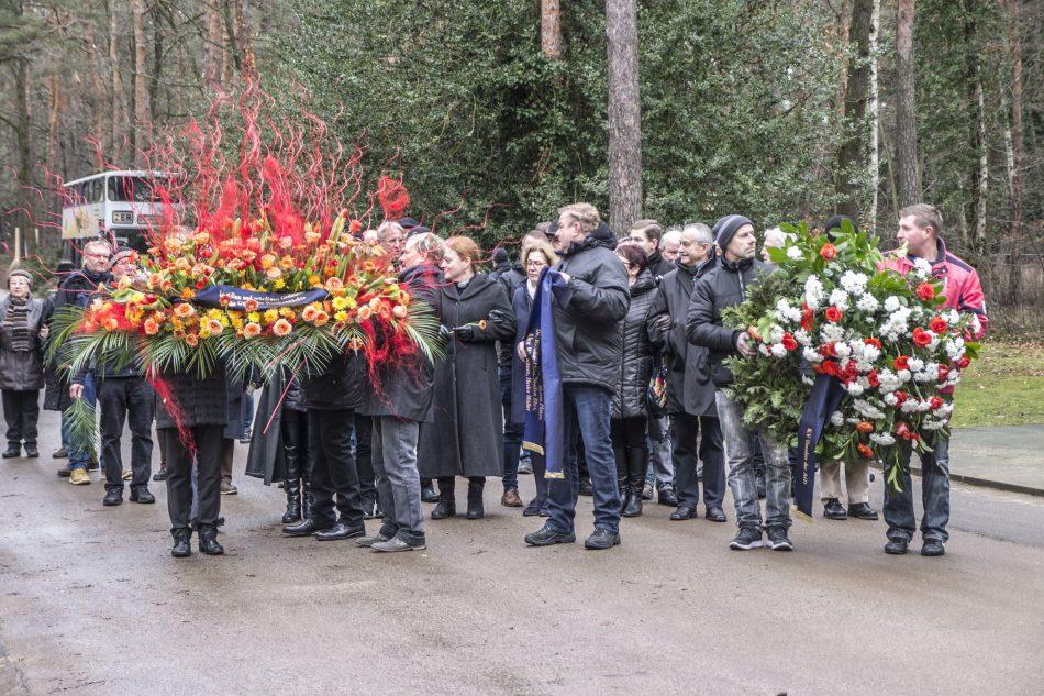 Kranzniederlegung der AFD und JA auf dem Heidefriedhof