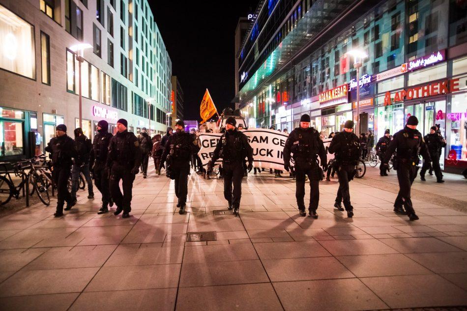 Relativ viele Beamte für die Größe der Demonstration waren im Einsatz