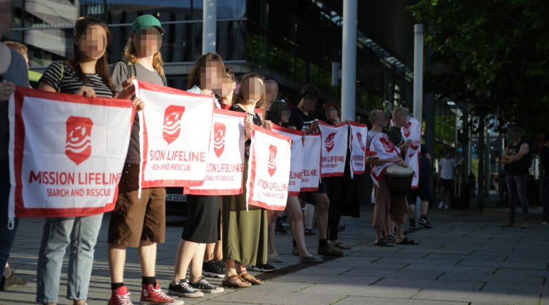 Demonstration für die Mission Lifeline