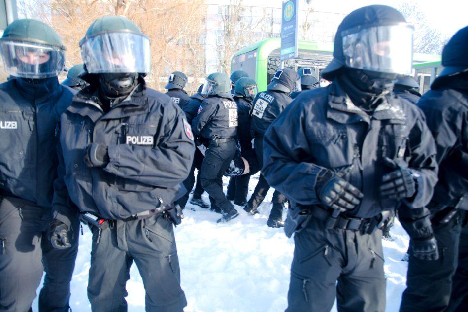 Eine Teilnehmerin wurde nach der Demonstration gewaltsam in Gewahrsam genommen
