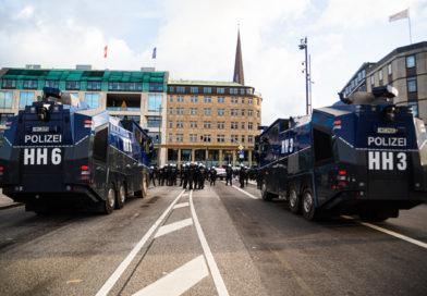Polizei droht Gegendemonstration mit dem Einsatz von Wasserwerfern