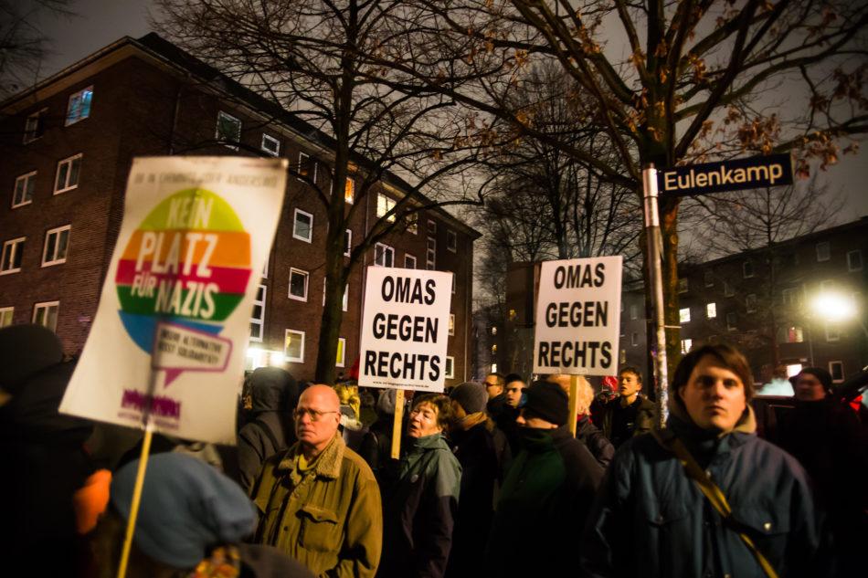 Demonstration vor der Schule gegen den AFD Parteitag Hamburg