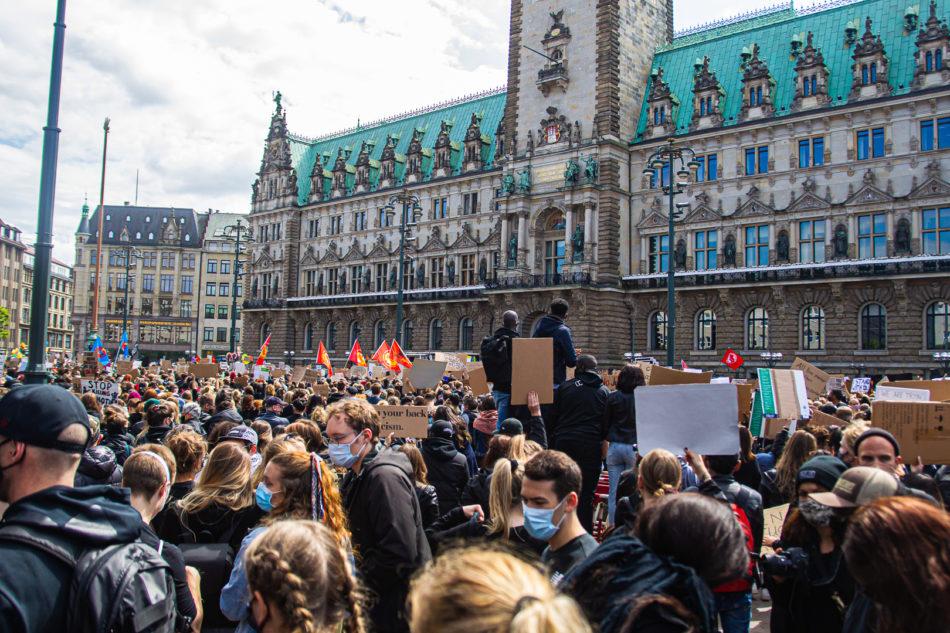 Tausende haben in Hamburg gegen Rassismus und Polizeigewalt demonstriert