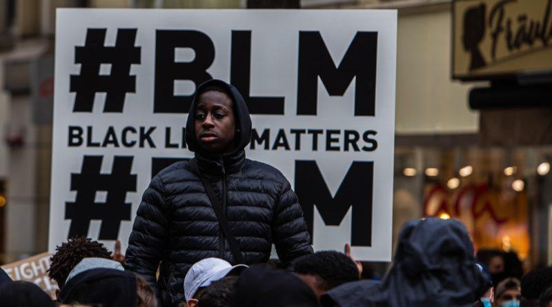 In Hamburg demonstrierten tausende gegen Rassismus und Polizeigewalt