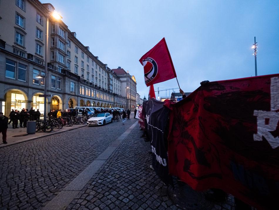 Am Abend formierte sich noch eine recht lautstarke Demo auf dem Altmarkt