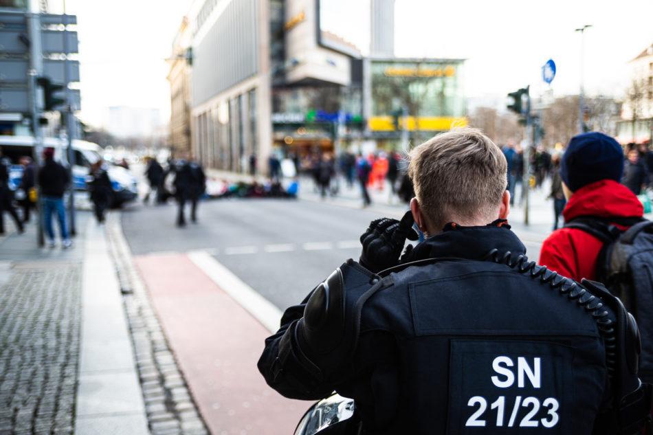 Sitzblockade gegen die Demonstration der Neo-Nazis in Dresden am 15. Februar