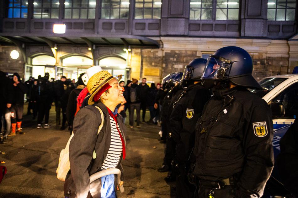 Demo Clowns bei der Demonstration gegen die Neo-Nazis in Dresden am 15. Februar 2020