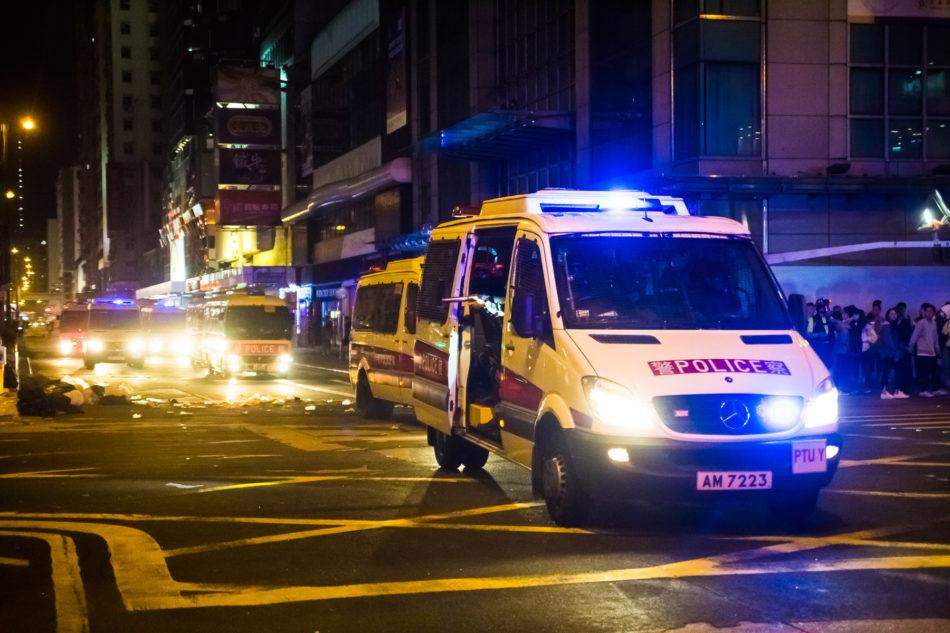 Aus dem Polizeiauto heraus wurde mit Gummigeschossen auf die Personen gefeuert