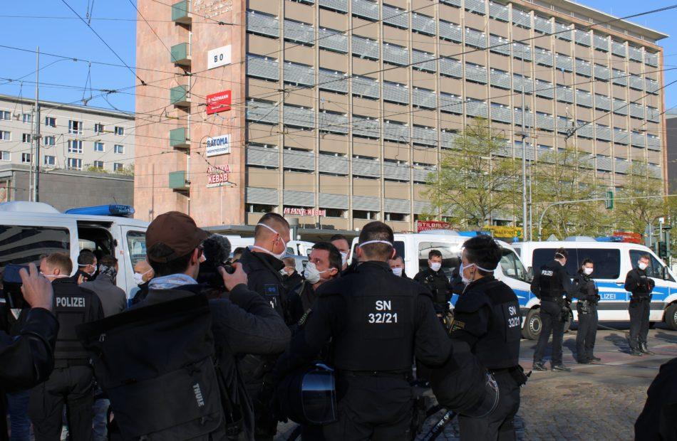 """Massiver Polizeieinsatz bei rechtsextremer """"Pro Chemnitz"""" Demo"""