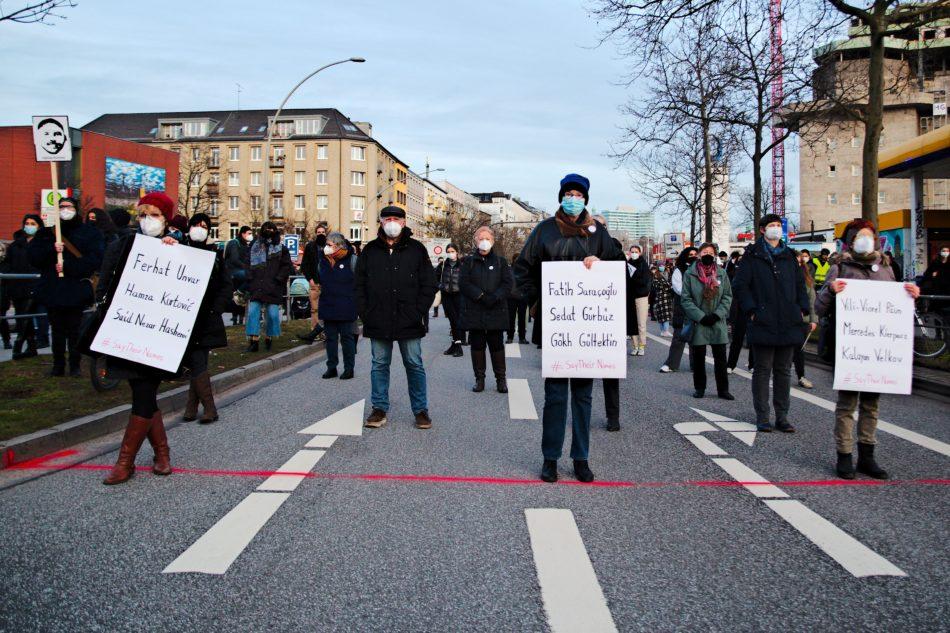 In Hamburg versammelten sich in St. Pauli gut 2000 Menschen um den Opfern in Hanau zu gedenken