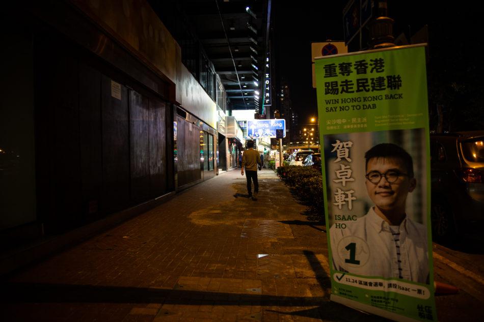 Ein Wahlplakat des demokratischen Kandidats  Isaac Ho