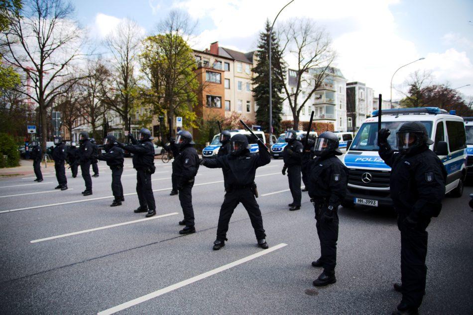 Polizei bei 1. Mai Demonstration in Hamburg 2021