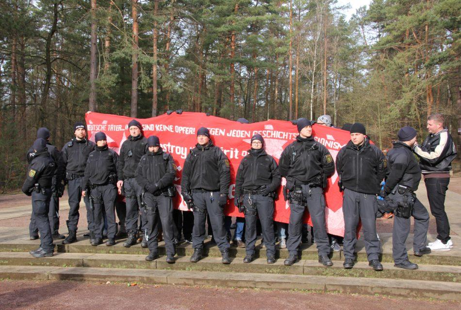 Demonstration gegen das verlesen der Namen auf dem Heidefriedhof in Dresden