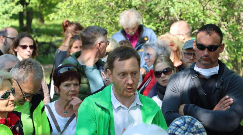 Ministerpräsident Michael Kretschmer (CDU) bei corona demo