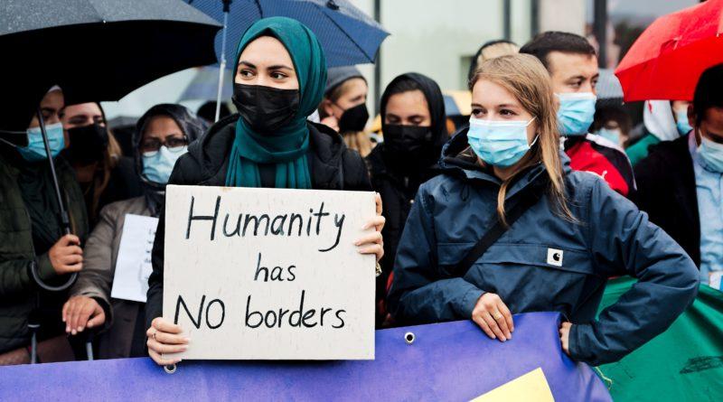 Seebrücke Demonstration in Hamburg zur Aufnahme von Menschen aus Afghanistan