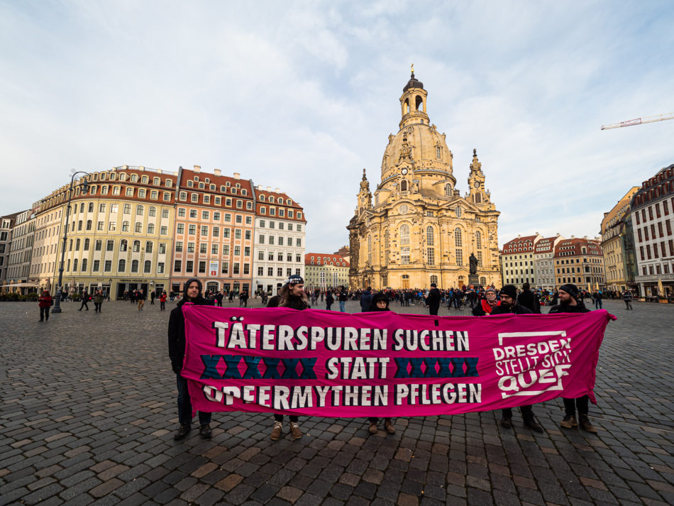 Mahngang Täterspuren vor der Frauenkirche