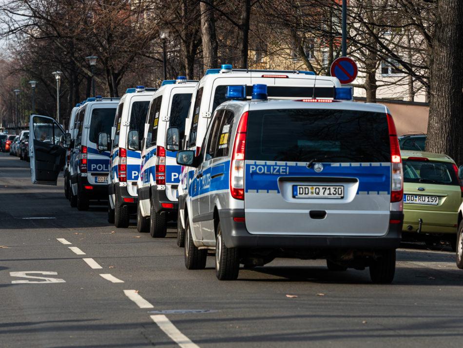 Polizei Aufgebot bei Täterspuhren Mangang in Dresden
