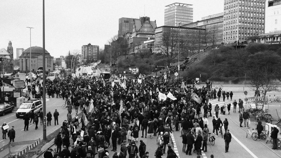 Zwischenkundgebung an den Landungsbrücken Hamburg