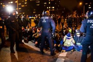 11. Februar Neonazi Demos in Dresden-43